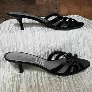 Predictions black strappy slide sandals 7